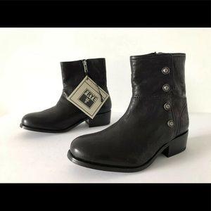 Frye black Lynn leather short ankle boots